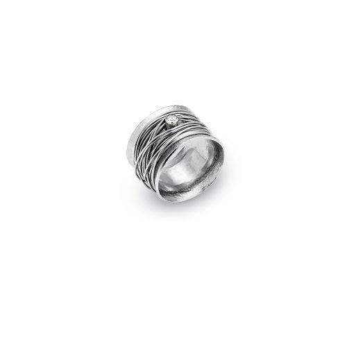 Anel com pedra zircão centro e fios de prata a envolver o anel tipo novelo